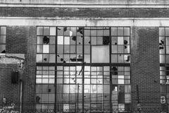 Fábrica industrial abandonada - IV urbano de la desolación, llevado, rota y olvidado Imagenes de archivo