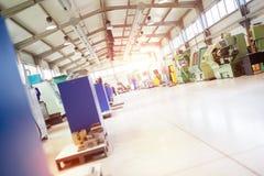 Fábrica industrial con las máquinas del CNC imágenes de archivo libres de regalías