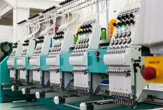 Fábrica industrial de matéria têxtil foto de stock