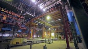 Fábrica industrial gigante dentro vídeos de arquivo
