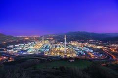 Fábrica industrial na noite Fotografia de Stock Royalty Free