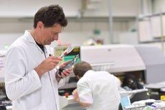 Fábrica industrial para el montaje de la microelectrónica - dirija c fotos de archivo