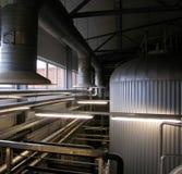 Fábrica interior de la cerveza Imágenes de archivo libres de regalías