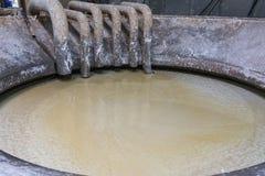 Fábrica material da produção do armazenamento da cuba da celulose industrial nós foto de stock royalty free