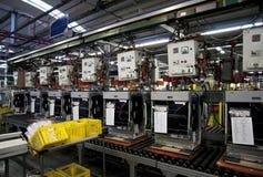 Fábrica - produção da máquina de lavar louça imagem de stock