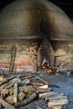 Fábrica tradicional do carvão vegetal, Sepetang, Malásia Imagem de Stock