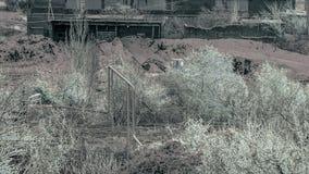 Fábrica Trator atrás das árvores Manhã do inverno Foto de Stock Royalty Free