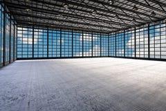 Fábrica vazia interior Fotos de Stock Royalty Free