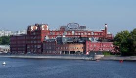 Fábrica vermelha do chocolate de outubro em Moscou do centro foto de stock royalty free