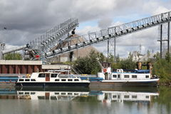 Fábrica y barcos Fotos de archivo