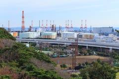 Fábricas en la región industrial de Keihin en Yokohama, Kanagawa, Japón imagen de archivo