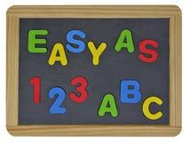 Fácil como 123 ABC en letras coloreadas en pizarra Imágenes de archivo libres de regalías