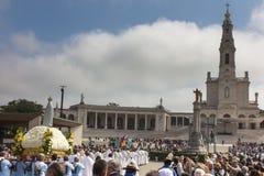 FÁTIMA, PORTUGAL - 13 de junio de 2018: Ceremonias de la iglesia relacionadas con t Foto de archivo