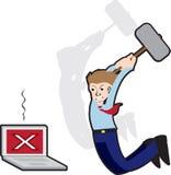 Fâché contre l'ordinateur avec le marteau de forgeron Photos libres de droits