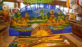 Fã colorido tailandês grande na venda, Tailândia imagens de stock