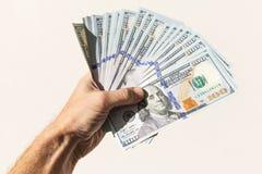 Fã de 100 dólares de notas na mão masculina Fotografia de Stock Royalty Free