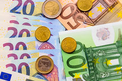 Fã de euro- cédulas do valor diferente e de euro- moedas Fotos de Stock Royalty Free