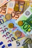 Fã de euro- cédulas do valor diferente e de euro- moedas Fotografia de Stock Royalty Free