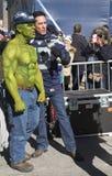 Fã não identificado dos Seattle Seahawks durante a entrevista em Broadway durante a semana do Super Bowl XLVIII em Manhattan Fotos de Stock