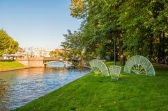 Fãs da composição do rio e do vidro de Moika da imperatriz no parque do verão de Michael Garden em St Petersburg, Rússia Fotos de Stock Royalty Free