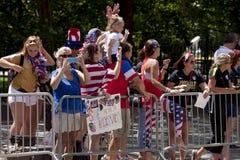 Fãs da equipe de futebol das mulheres dos EUA Fotos de Stock
