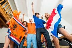 Fãs de esportes holandeses entusiasmado Imagens de Stock Royalty Free