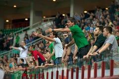 Fãs do clube Lokomotiv do futebol na ação Imagem de Stock Royalty Free