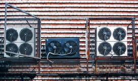 Fãs industriais na parede Foto de Stock
