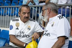 Fãs superiores do Real Madrid no estádio de Bernabéu do Santiago em Madr fotografia de stock royalty free