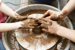 Fähigkeit auf einem potter& x27; s-Rad lizenzfreie stockfotografie