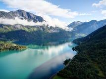 Fähre auf Fjord lizenzfreies stockbild