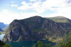 Fähre auf Fjord lizenzfreie stockbilder