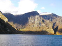 Fähre auf Fjord Lizenzfreie Stockfotos