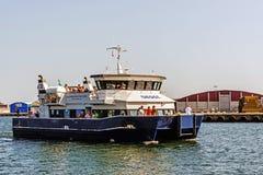 Fähre, die dem Hafen von Kalmar sich nähert Lizenzfreie Stockfotografie