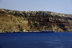 Fähre, die in Santorini ankommt lizenzfreies stockfoto