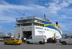 Fähre am Hafen Lizenzfreies Stockbild