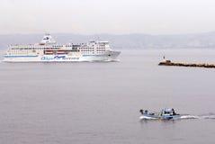 Fähre kommt Marseille Frankreich lizenzfreies stockfoto