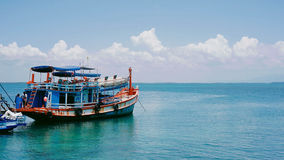 Fähre, Serene Ocean, Horizont Lizenzfreie Stockfotografie