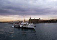 Fähre und Geschichte in Istanbul Stockfotografie