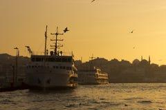 Fähren auf dem Hafen Lizenzfreies Stockfoto