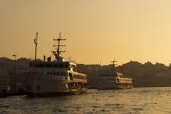 Fähren auf dem Hafen Stockfotografie
