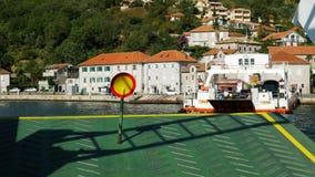 Fährensegeln auf der Bucht in Montenegro stock video