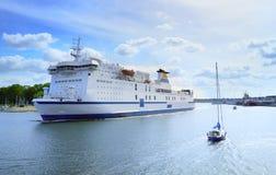 Fährensegeln vom Hafen, Travemunde Lizenzfreie Stockbilder