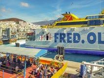 Fährhafen in Los Cristianos auf Teneriffa mit Fred Olsen-Fähre stockbild