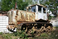 fäkta den gammala traktoren Arkivfoton