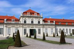 Fäll ned Belvedereslotten, Wien, Österrike Royaltyfri Bild