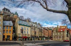 Fäll ned den gamla staden Basse-Ville och den Frontenac slotten - Quebec City, Quebec, Kanada Royaltyfri Fotografi