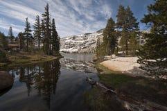 Fäll ned domkyrka sjöreflexionen, Yosemite Royaltyfri Fotografi