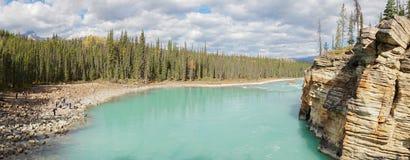 Fäll ned floden på Athabasca nedgångar i Jasper National Park, Kanada royaltyfri foto