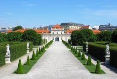 Fäll ned slotten och parkera belvederen i Wien arkivfoton